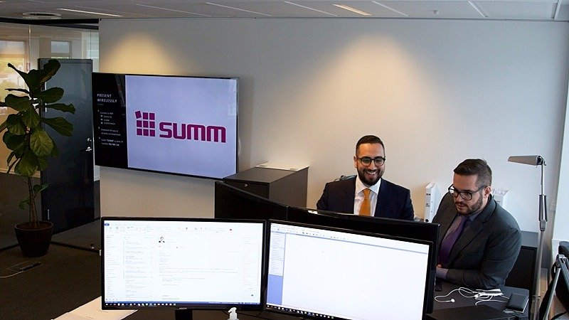 Two Summ accountants looking at a screen together